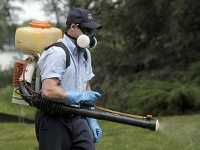 Nick Heiser of Rose Pest Control tackles mosquitoes as fears grow that this will be a bad season with all the unattended properties in the area. (Charles V. Tines / The Detroit News)